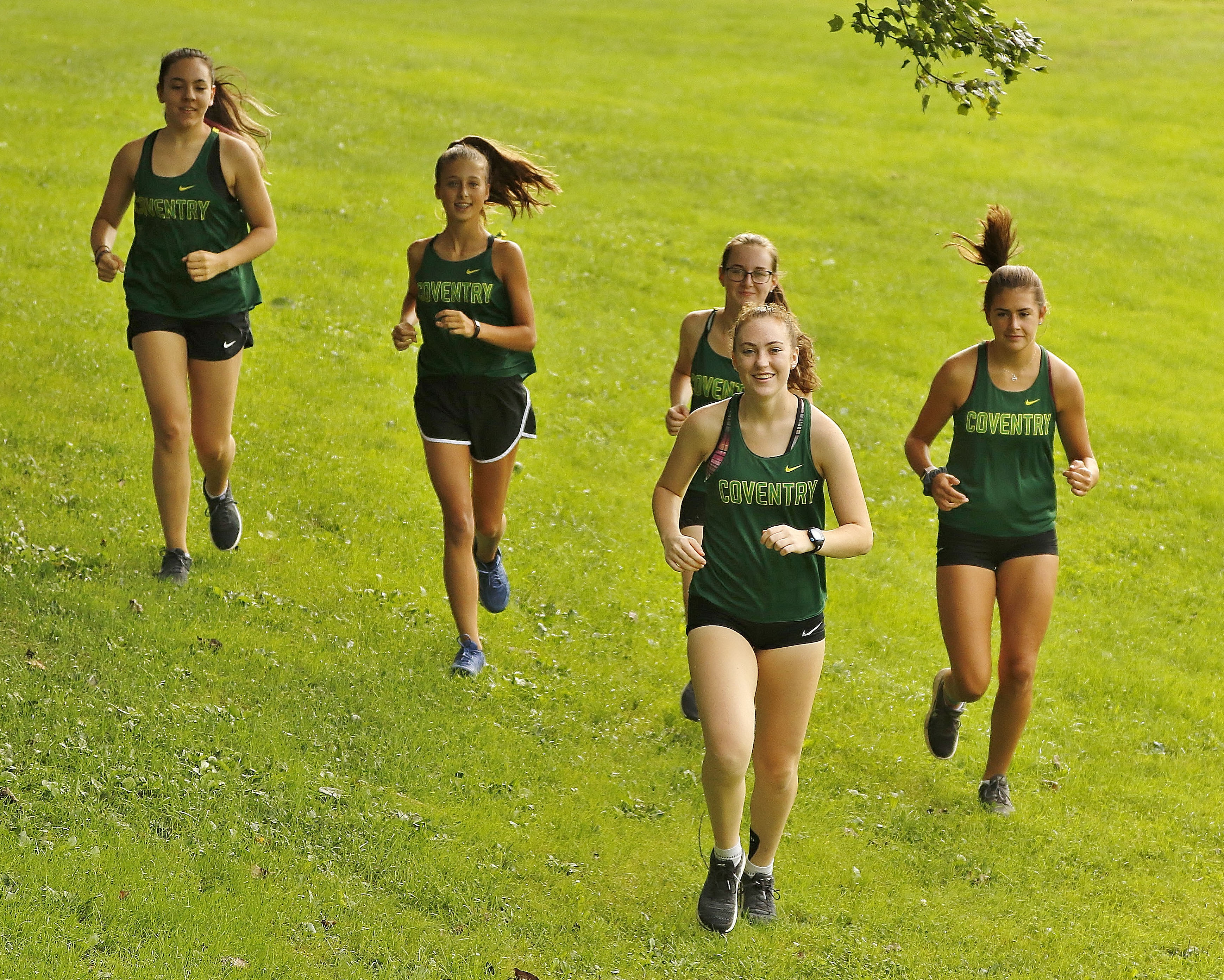 girls running cross country